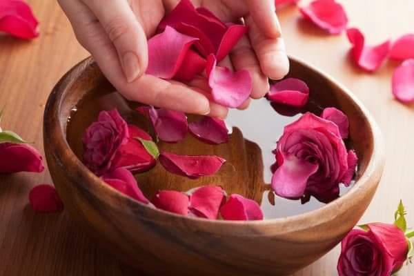 Cách sử dụng nước hoa hồng hiệu quả