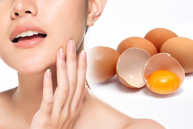 Mặt nạ trứng gà đánh phăng mụn đầu đen