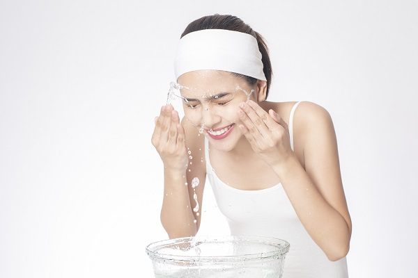 Sử dụng Sữa rửa mặt Cetaphil với nước sạch